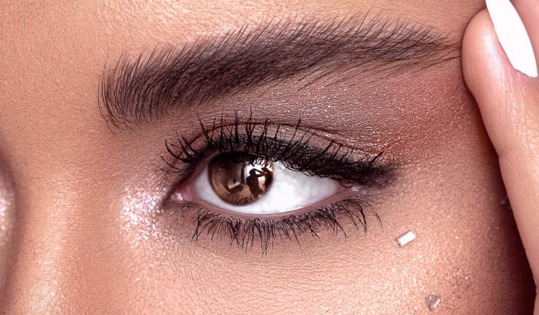 model with perfect eyebrows